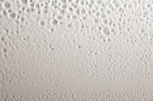 Superficie pintada con siliconas y crateres