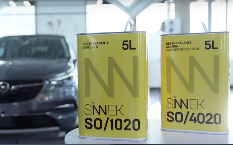 Tipos de desengrasantes para limpiar superficie coche