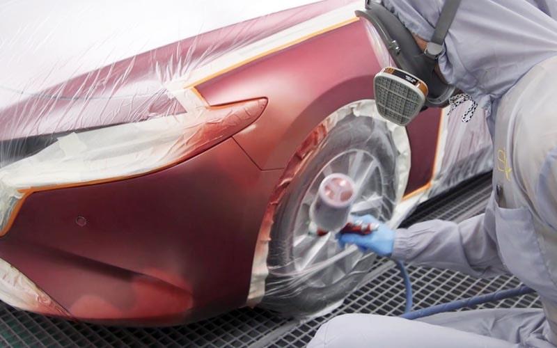 Aplicación de la primera capa de color 46V Mazda Soul Red Crystal